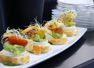 Avocado and mayonnaise pintxo with prawns