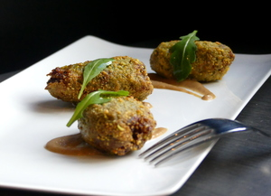 Chicken wings coated with pistachio crumbs