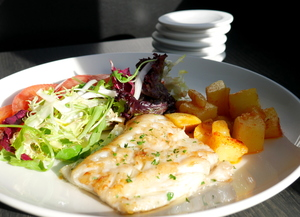 Grilled haddock with tomato salad with garlic and galician potatoes