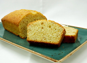 Yogurt spongecake with golden flax flour