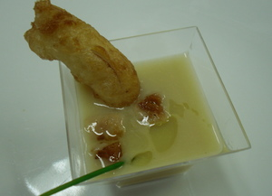 Red onion and cheese soup with tempura and bread