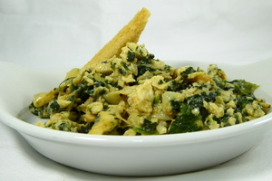 Scrambled eggs with asparagus and spinach