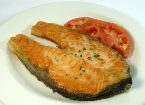 Grilled salmon with tomato and garlic salad