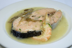 Salmon with mushrooms and prawns