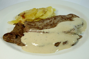 Veal fillets with Roquefort sauce and gratin potatoes