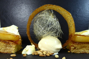 Brioche with caramelized pears and apples, dried fruit, curd and honey-ice cream