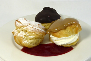 Petit choux filled by cream and custard
