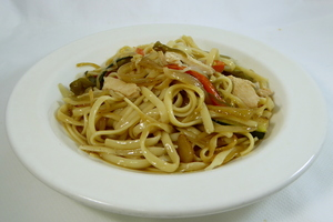 Noodles with assorted vegetables, chicken and soya sauce