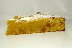 Almond sponge cake with orange