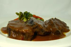 Veal cheeks stew seasoned with Pedro Ximenez and garnished with vegetables