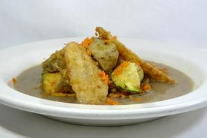 Panaché of battered vegetables with champignon mushroom sauce