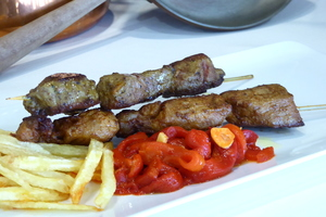 Pork skewers with potatoes