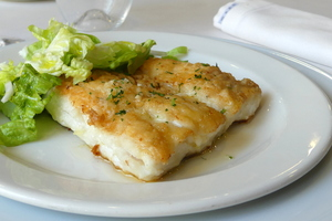 Griddled hake with salad