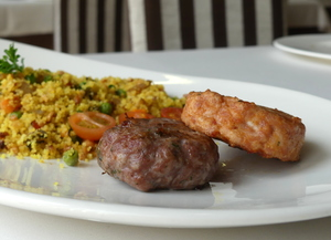 Burgers with couscous and vegetables