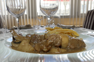 Veal ragout seasoned with mustard and potatoes