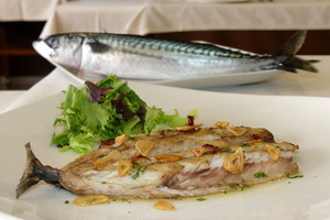 Grilled mackerel with salad