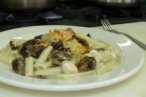 Macaroni with chicken and mushrooms