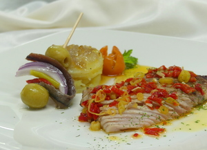Roasted tuna belly with hot Bilbaine dressing