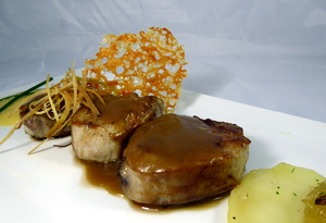 Pig tenderloin with orange sauce
