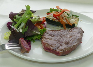 Griddled entrecôte with salad, rice, vegetables and stuffed courgette