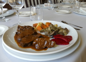 Veal cheeks stew seasoned with Pedro Ximenez and garnished with artichokes, mushrooms, peppers, sweet potatoes and potatoes